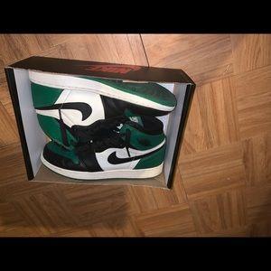 Jordan 1s ( High Pine OG )